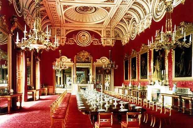 The-State-Dining-Room-at-Buckingham-Palace