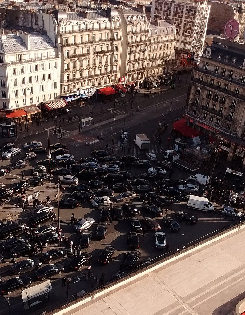Uber_drivers_on_strike_at_Montparnasse,_Paris_3_February_2016_002