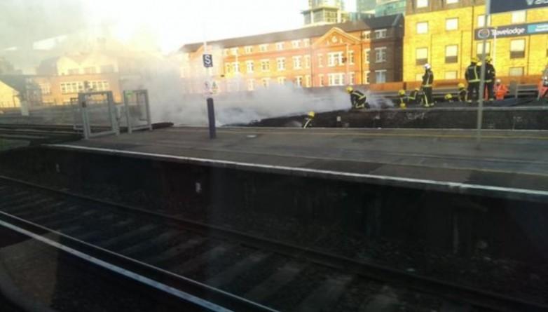 Происшествия: Пожар на станции Воксхолл привел к панике среди пассажиров компании South West Trains