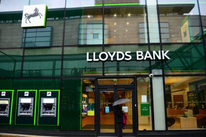 Бизнес и финансы: Банк Lloyds планирует сокращение 3000 сотрудников и закрытие 200 филиалов