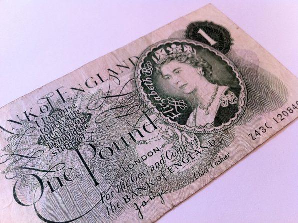 Бизнес и финансы: Фунт признан худшей валютой 2016 года