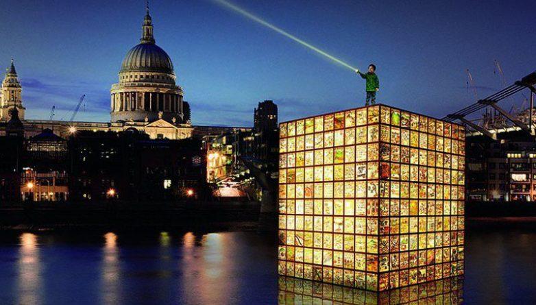 Искусство: Гигантский трёхъярусный фонарь на Темзе