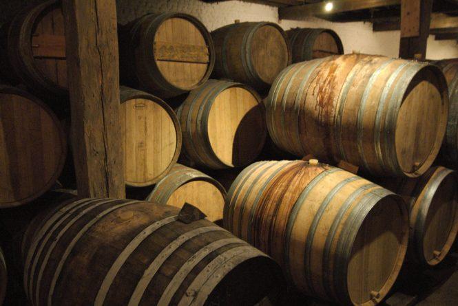 Знаменитости: Принц Чарльз призвал покупать товары британских производителей во время визита в знаменитую винокурню