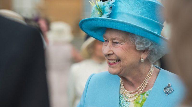 Общество: Необыкновенные права и привилегии королевы Великобритании