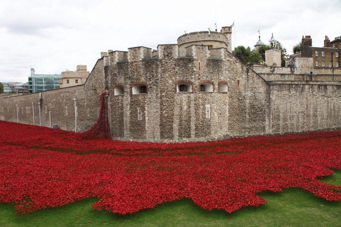Общество: Британия отметила  День памяти (фото)