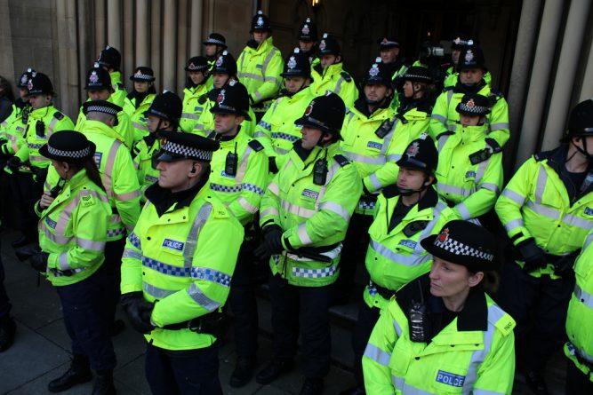 """Общество: Полиция Манчестера """"закрывала глаза"""" на потенциальных преступников"""