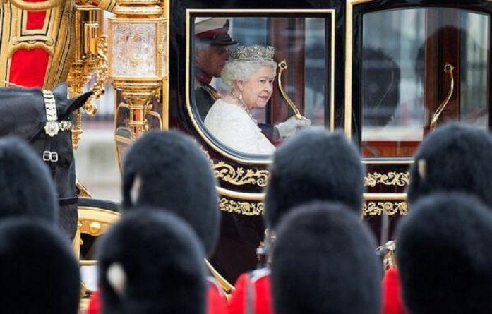 королева и гвардейцы
