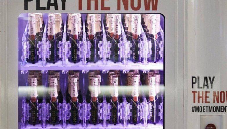 Досуг: Торговый автомат на Лестер-Сквер раздает бесплатное шампанское