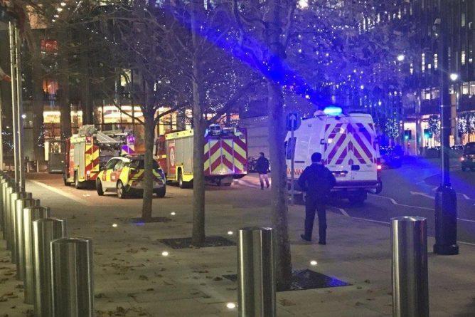 "Происшествия: Штаб-квартиру Barclays в Canary Wharf эвакуировали из-за ""ЧП с химикатами"""