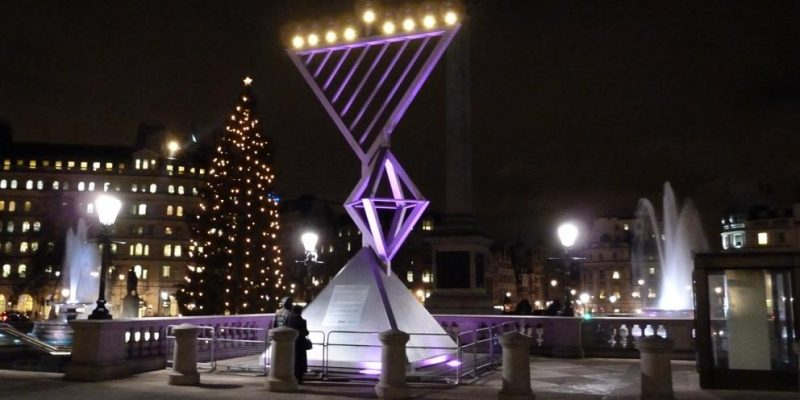 Общество: Огромная ханукия будет освещать Трафальгарскую площадь на время Хануки