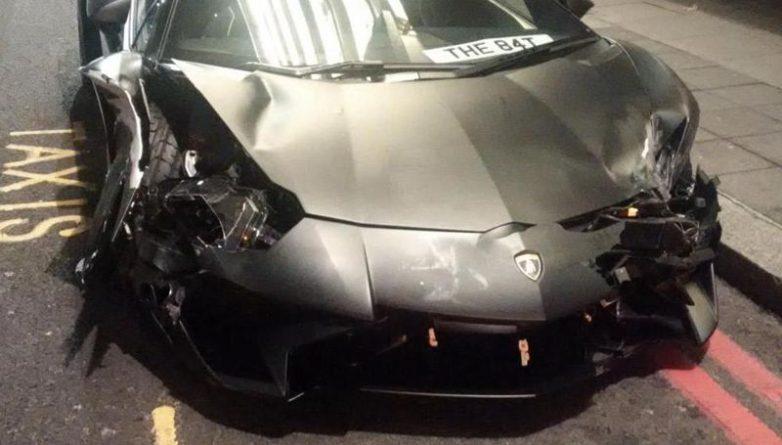Происшествия: Lamborghini стоимостью 260 000 фунтов врезался в два автомобиля в Лондоне