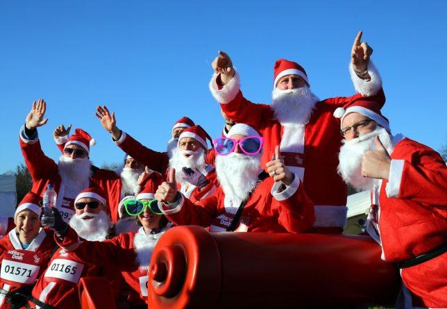 Досуг: Традиционный забег Санта-Клаусов в Лондоне