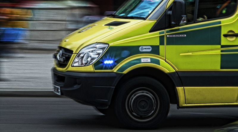 1024px-London_ambulance_motion_blur_side copy