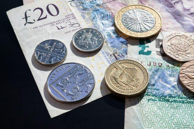 Бизнес и финансы: Курс британского фунта начал снижаться