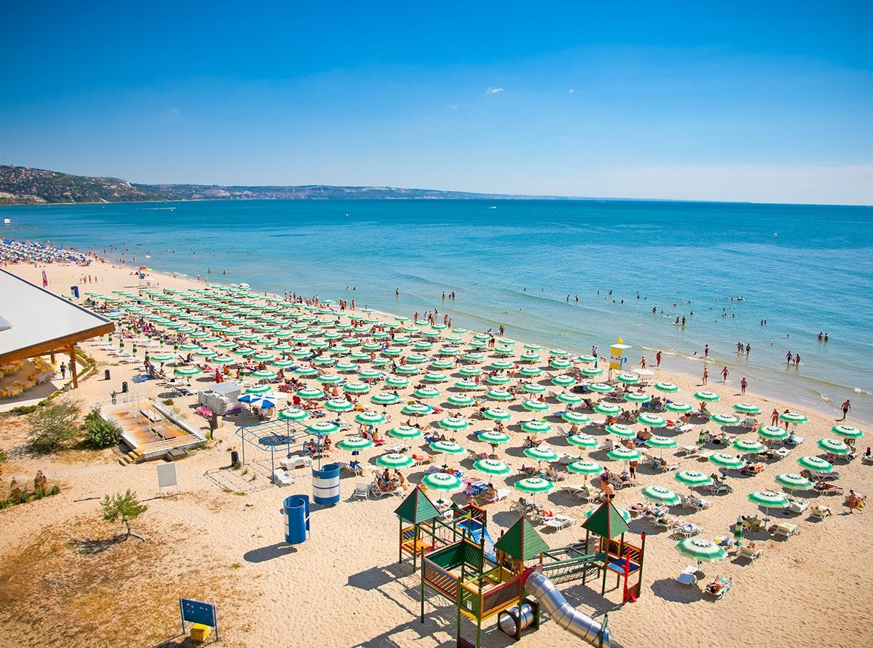 Болгария и Португалия могут стать отличными местами для отдыха британских туристов (фото)
