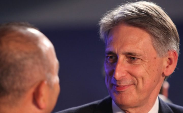 Политика: Власти Британии готовятся поднять налоги