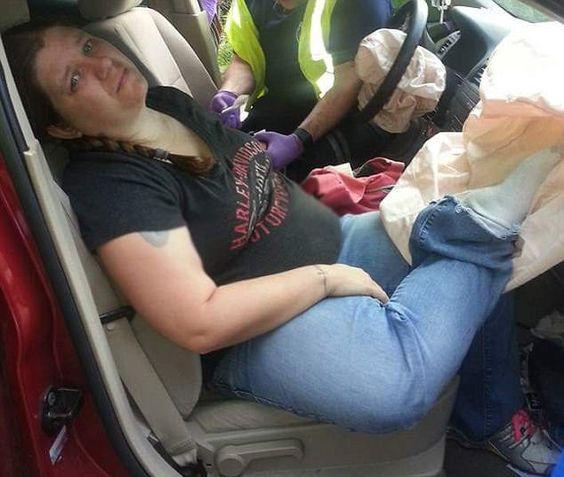 Почему нельзя класть ноги на приборную панель в машине