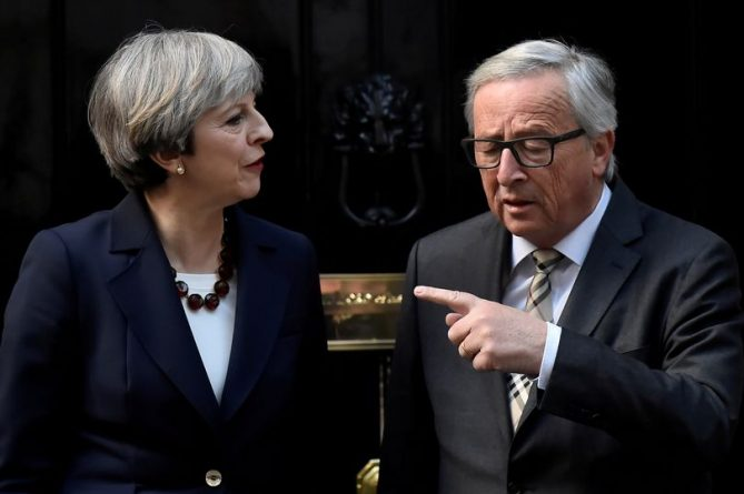 theresa-may-junker-DMPinA1W0AEEIwL