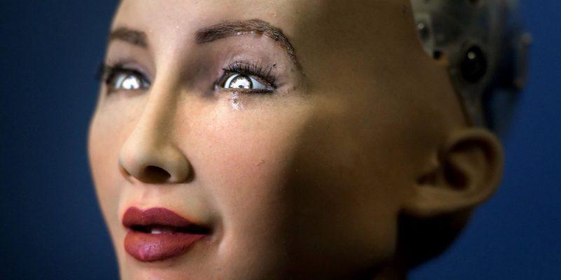 Технологии: Робот София хочет ребенка и уверена, что семья действительно важна
