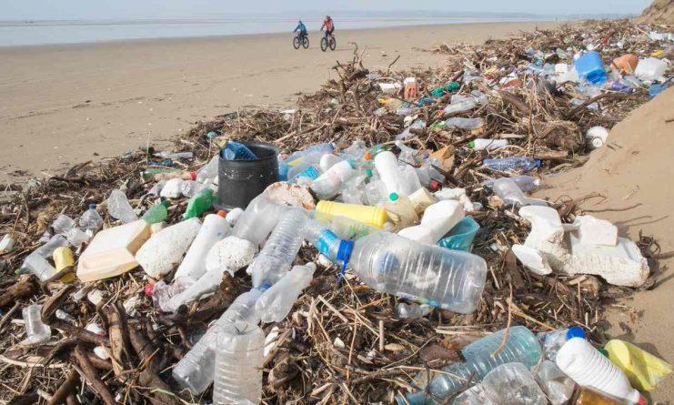 UK-beach-plastic-CeOMwkZWwAA4ydG