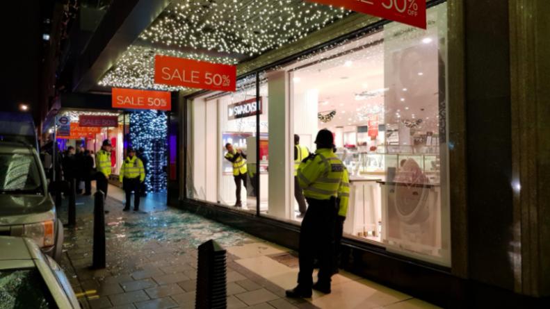 Происшествия: Паника на Оксфорд-стрит: женщина ранена