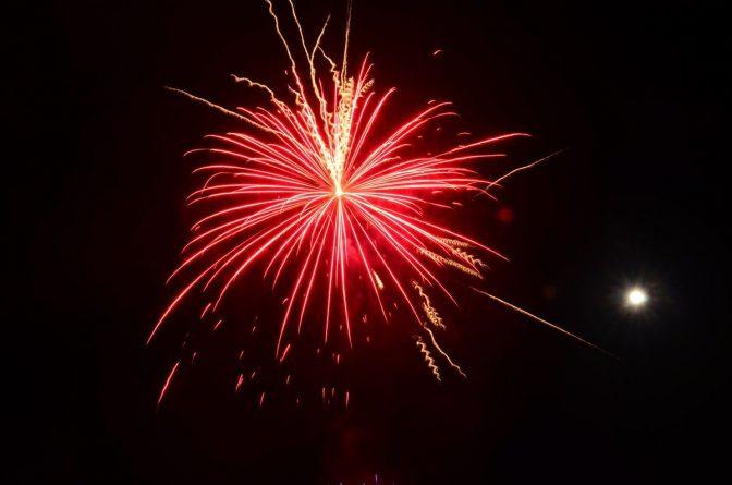Bonfire-Night-DQxHTZcUQAAqbdy