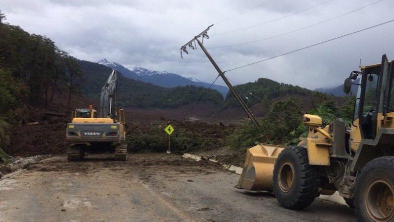 В мире: Оползень в Чили разрушил деревню, по меньшей мере пять человек погибли