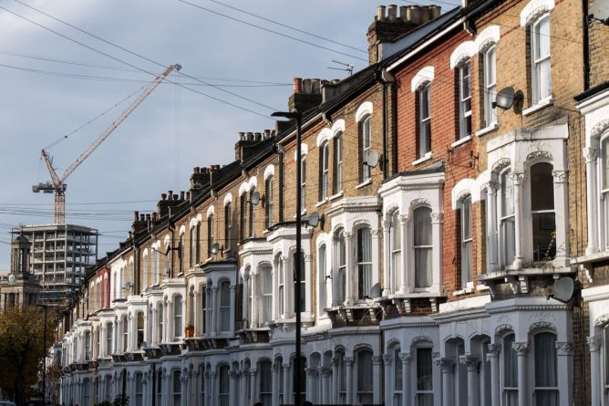 London-Property-Market-2018-DQyl3tTVoAAsYYz