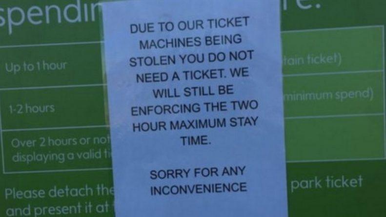Происшествия: Воры украли паркоматы со стоянки британского супермаркета