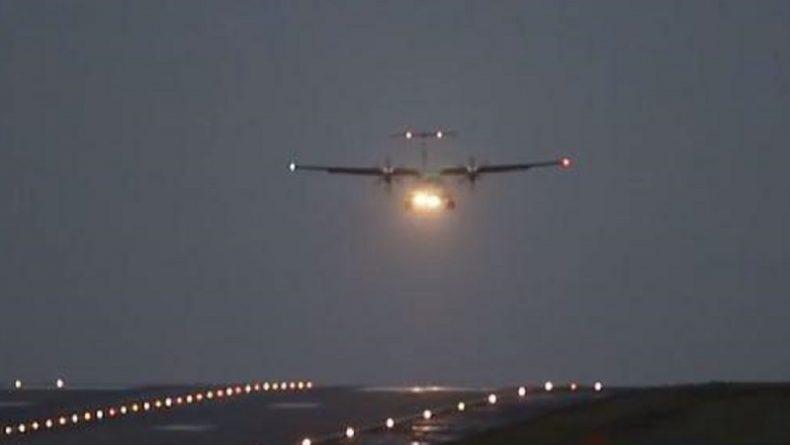 """Погода: При посадке в Лидсе самолету пришлось сражаться со шторомом """"Кэролайн"""""""
