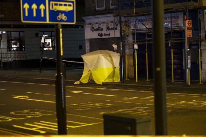Происшествия: Школьника зарезали в автобусе Лондона