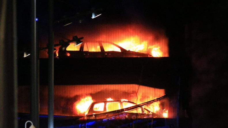 Liverpool-car-park-fire-DSaYDeyU8AAfWHA