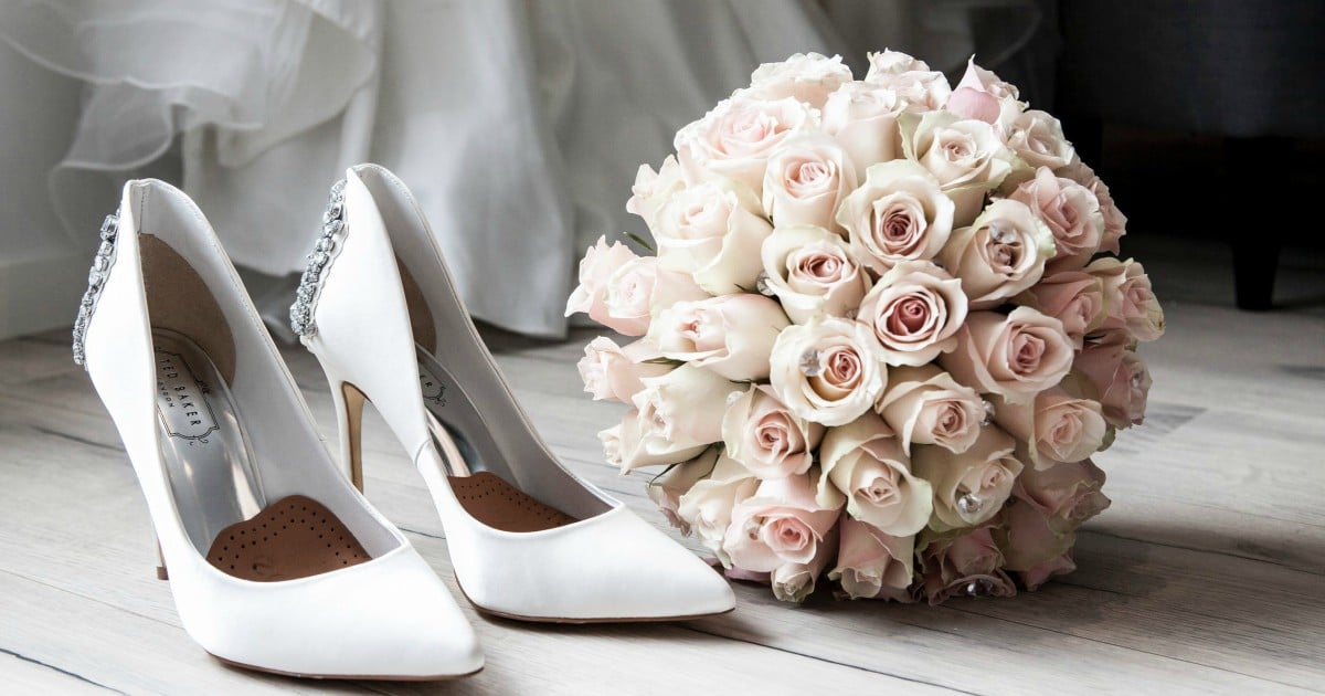 https://www.pexels.com/photo/wedding-preparation-313707/