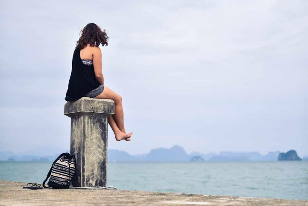 девушка около моря
