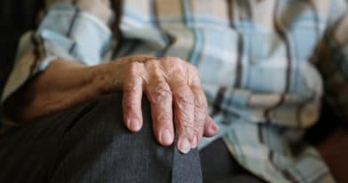 рука старушки