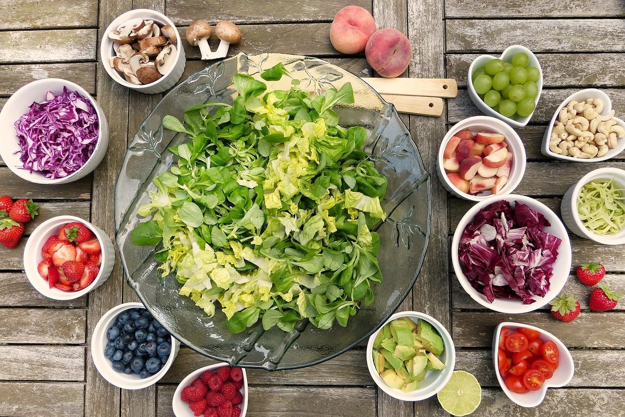 салат, грибы, фрукты и овощи