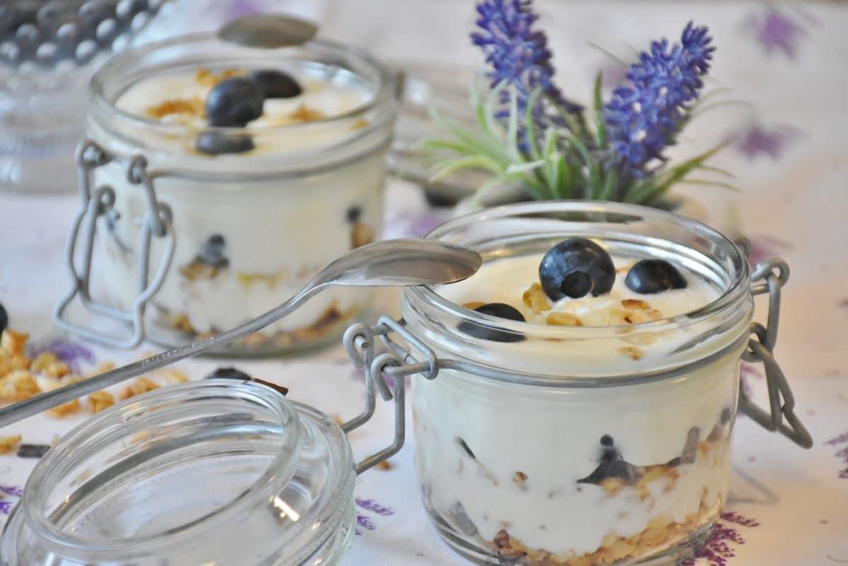 йогурт в баночке