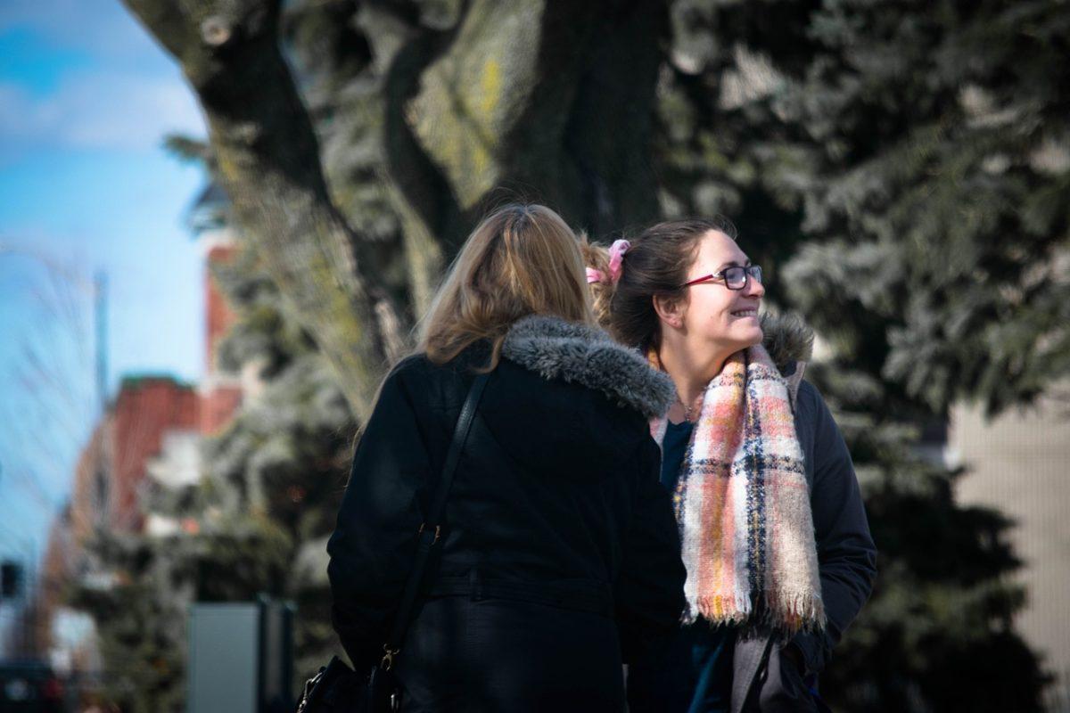 женщины в осеннем парке