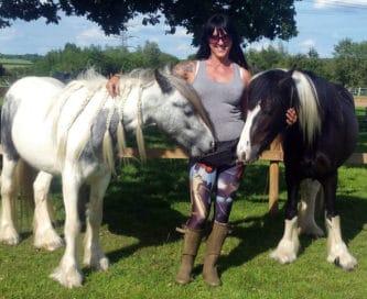 женщина с лошадьми