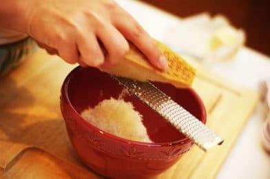 тереть сыр