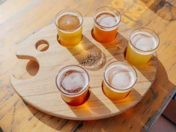 пять стаканов пива