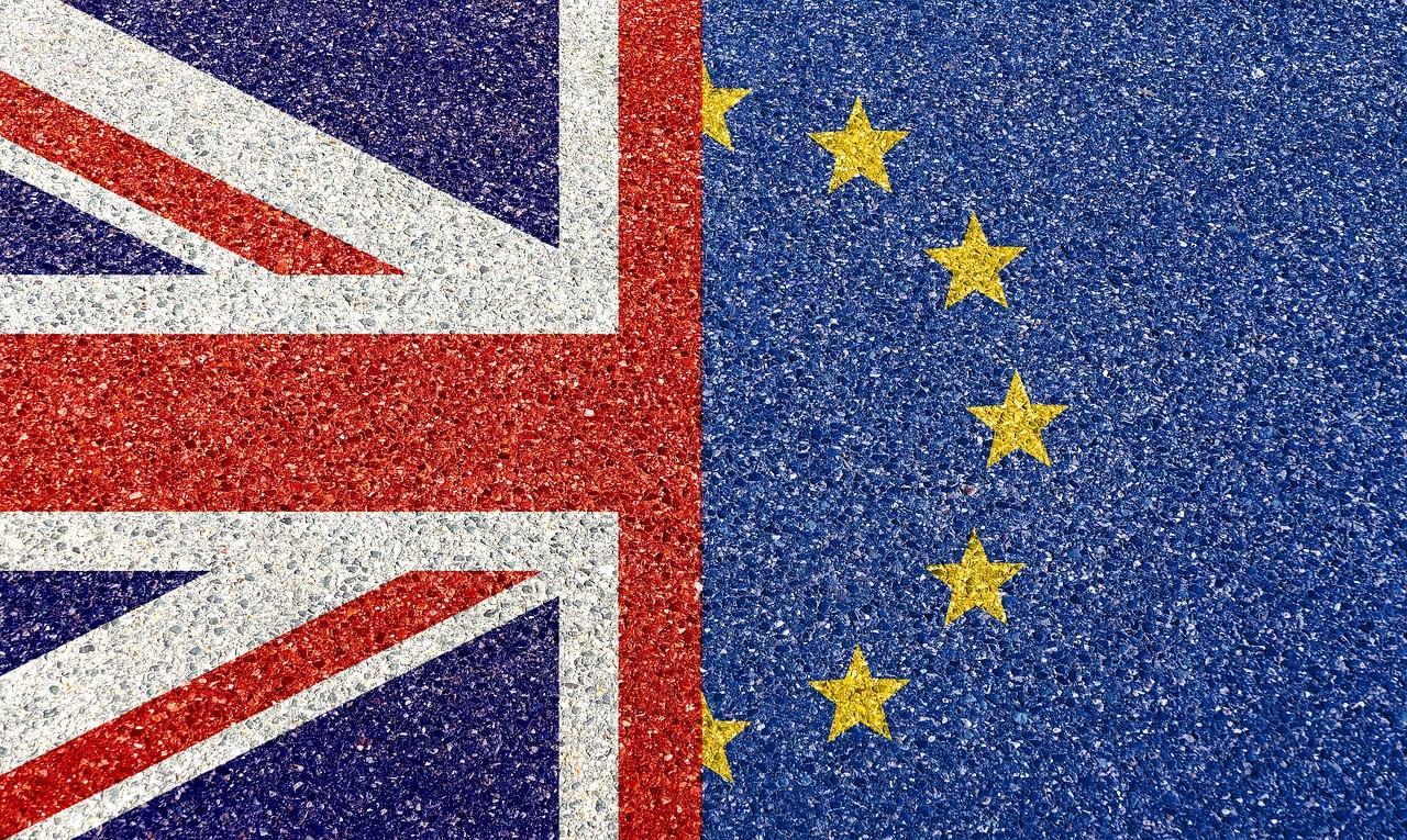 коллаж: флаги Британии и ЕС