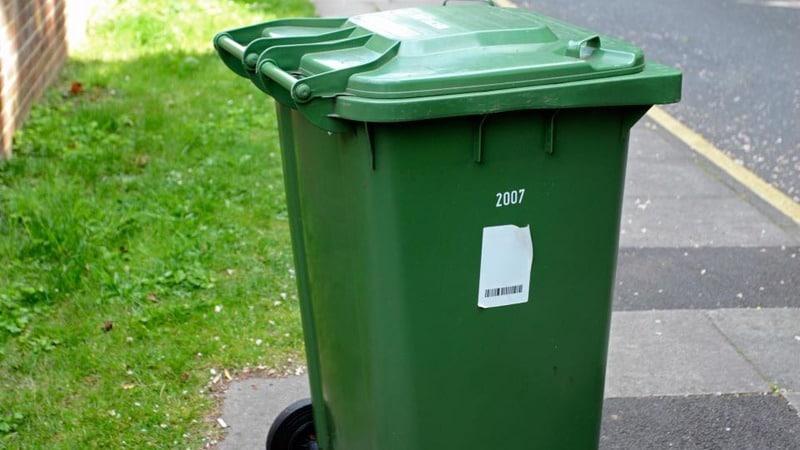 Стикер на мусорном баке 5