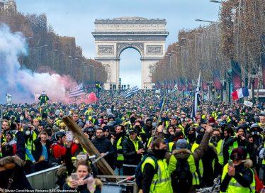 многотысячная демонстрация