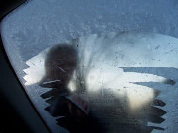 лобовое стекло в снегу