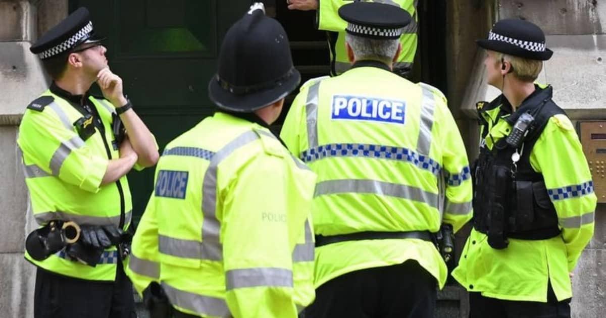 Полиция Манчестера предупреждает о попытках похищения людей с участием белого фургона