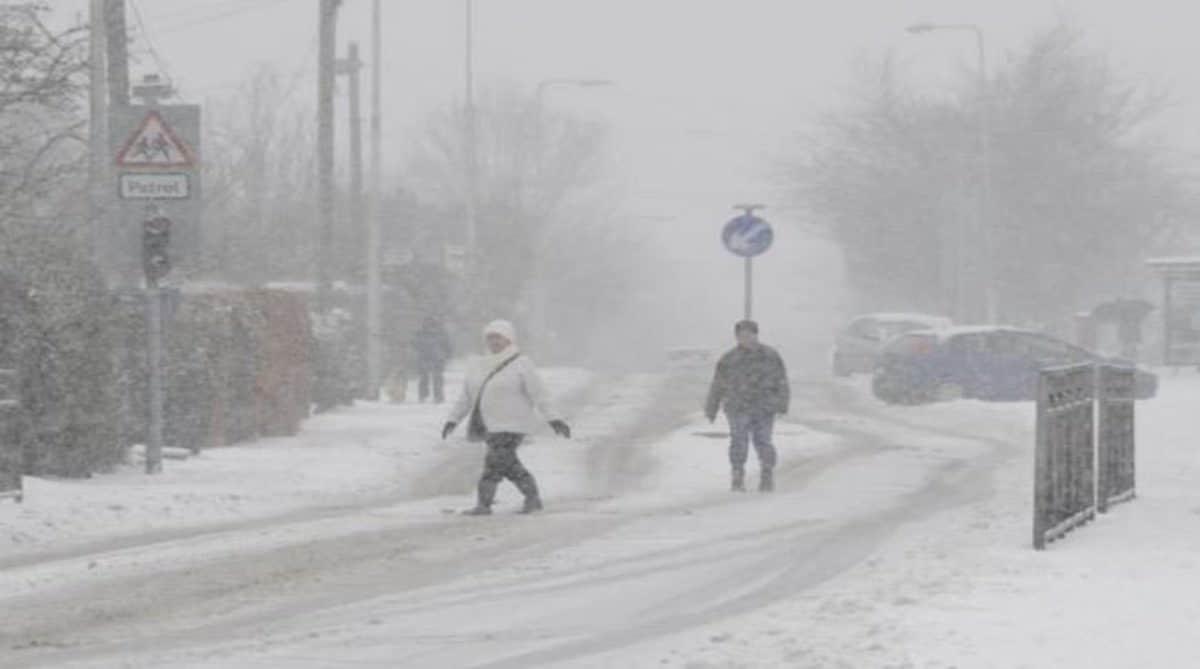 """Метеорологи бьют тревогу: на Великобританию может упасть """"снежная бомба"""", уже накрывшая США и Канаду"""
