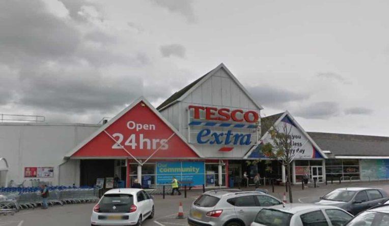 Общество: Покупатели бойкотируют отделение Tesco из-за отвратительного запаха, от которого не избавляются уже несколько недель
