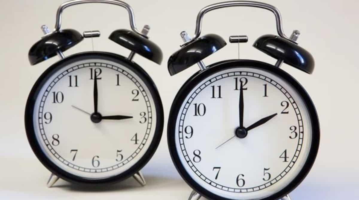 Когда переводят часы на летнее время в 2019 году? В чем состоит смысл перевода часов