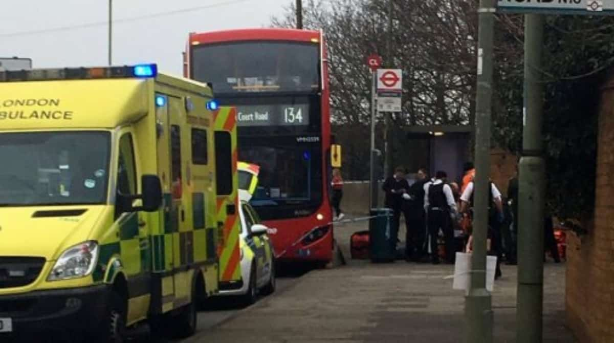 Подростка подрезали в автобус на севере Лондона